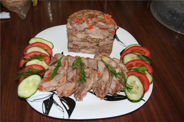 Приготовить прессованное мясо свиной головы