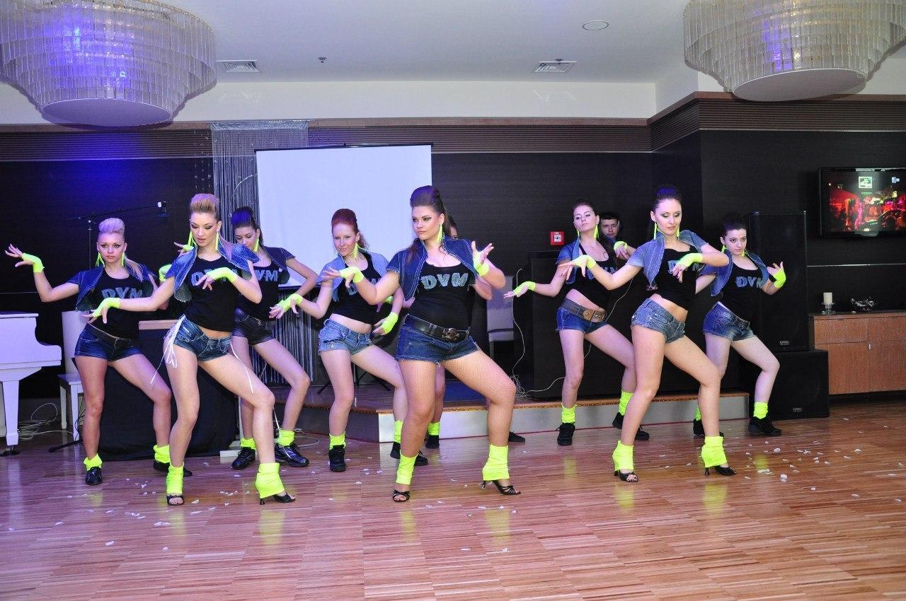 Смотреть групповые танцы 2 фотография
