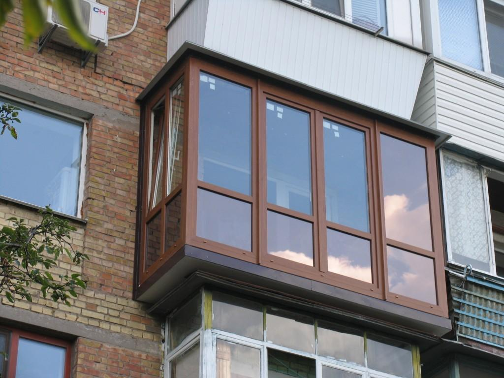 Остекление балконов в хрущевке (51 фото): виды с выносом и к.