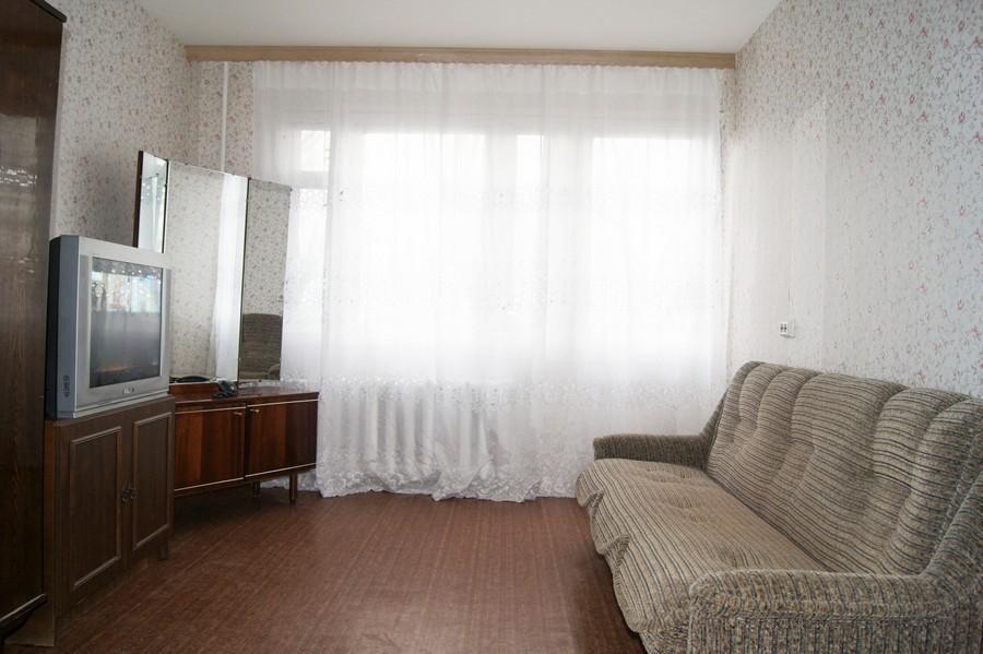 Комната С Диваном И Телевизором В Санкт-Петербурге