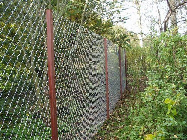 Забор и калитка из сетки рабицы своими руками