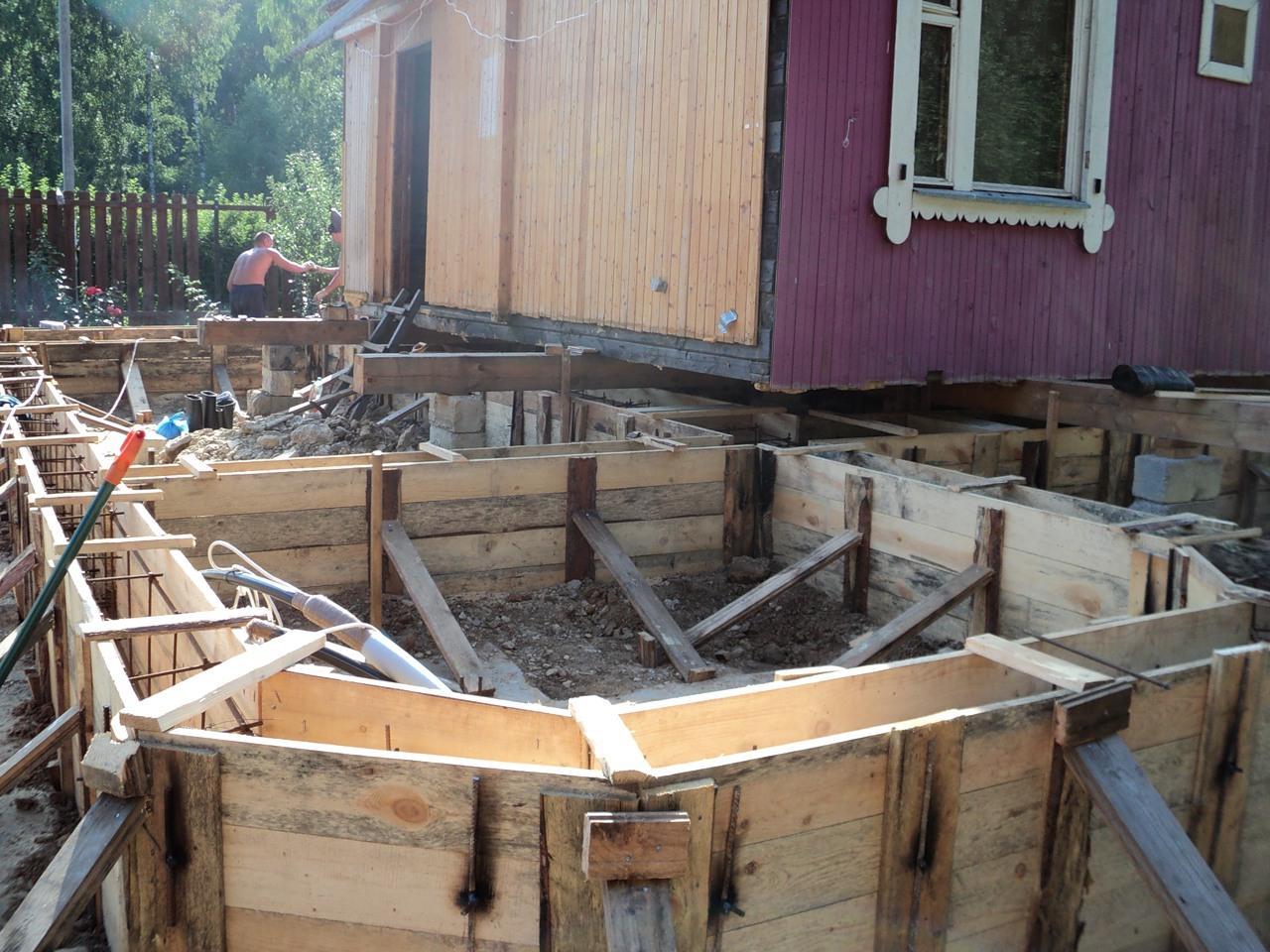 Укрепление фундамента старого деревянного дома