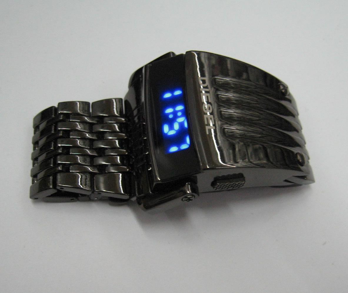 Наручные часы diesel predator,дизель хищник,стальной ремешок.