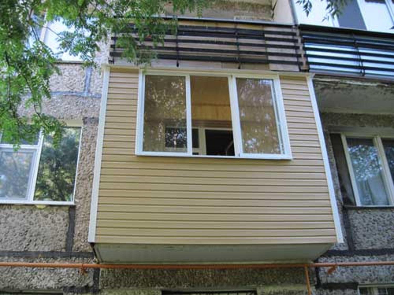 Обшивка и отделка балкона сайдингом своими руками: виде и фо.