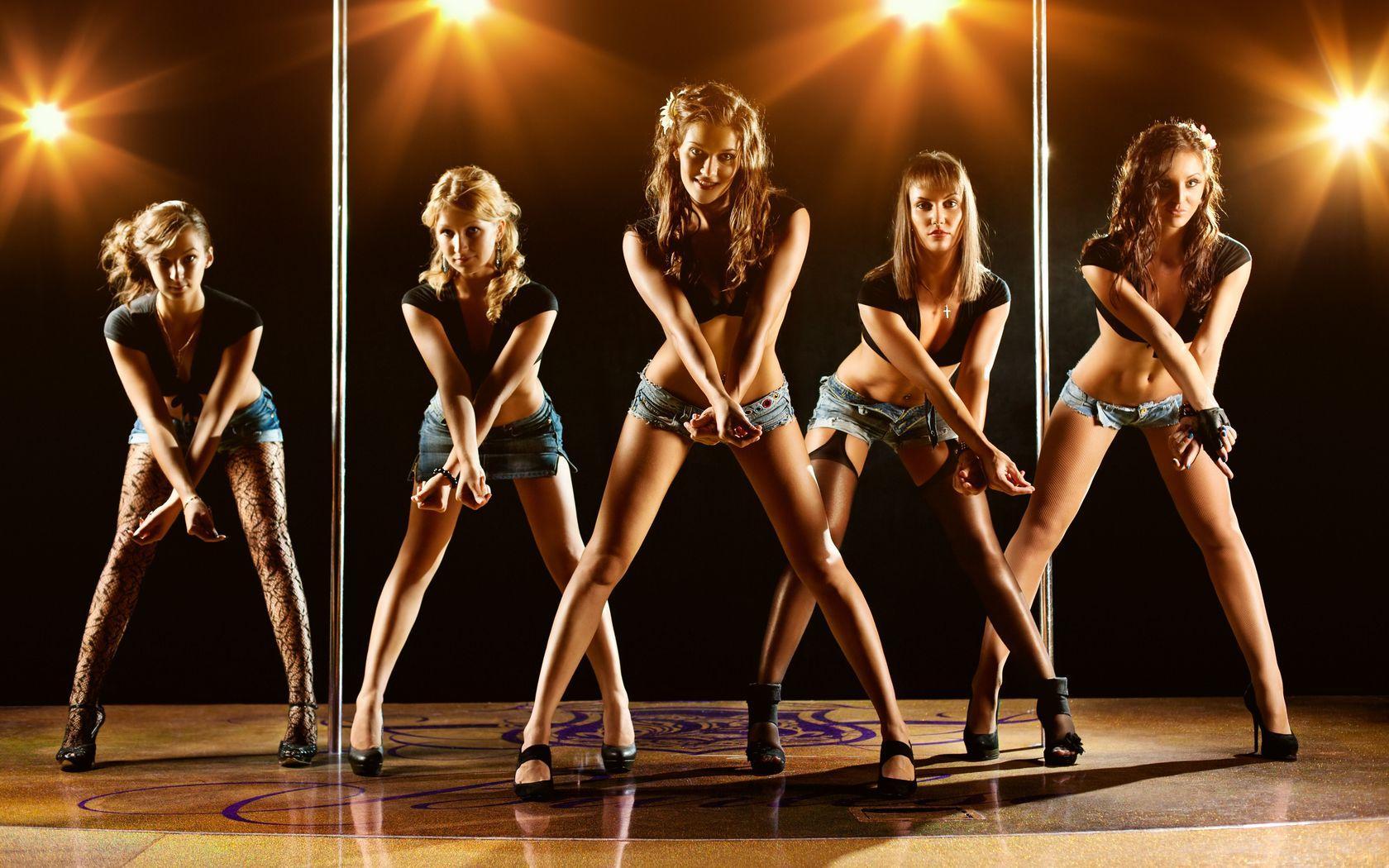 gou-gou-tantsovshitsi-erotichnie-tantsi