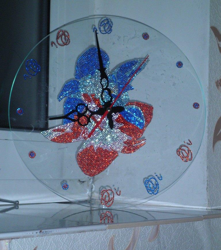 Настенные стеклянные часы со стразами. Стеклянные часы - оригинальный декор вашего интерьера, отличный подарок