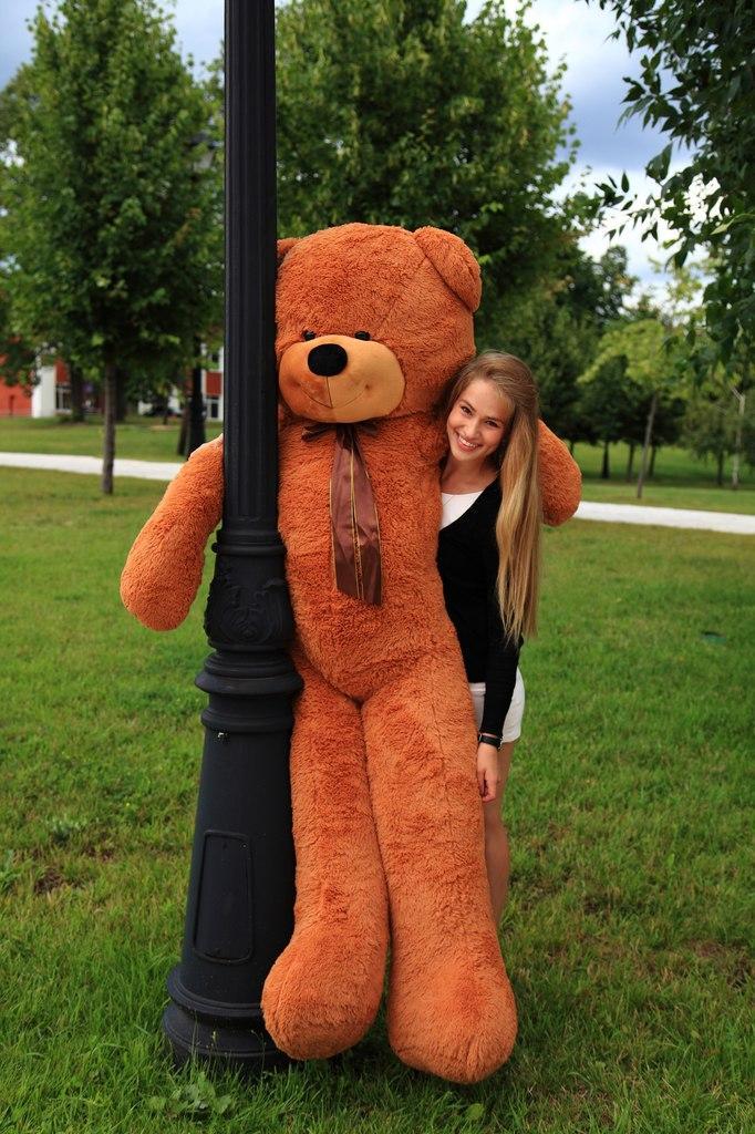 сколько стоит большой плюшевый медведь стройке